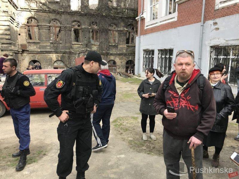 Рейдеры захватили училище им М. Б. Грекова (ФОТО)