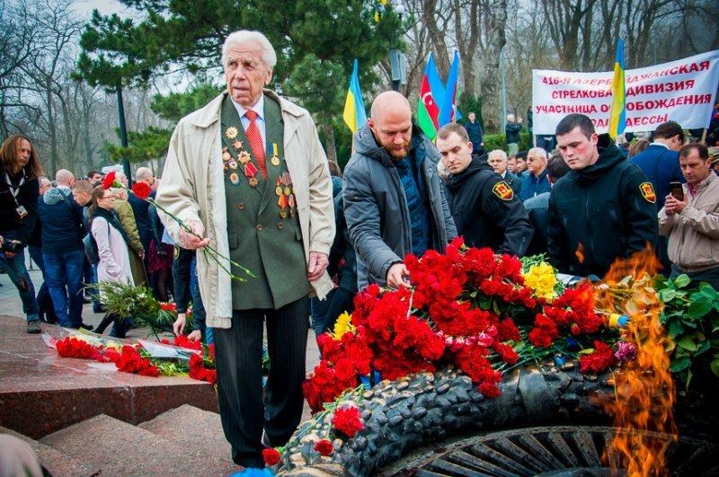 Одесситы отметили годовщину со дня освобождения родного города, а Международный аэропорт  арестован