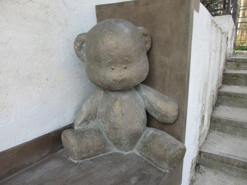 В Одессе появился умилительный потерянный мишка