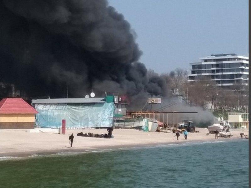 Итоги дня. Ресторан на пляже спасали от огня, а детей — от инфекции