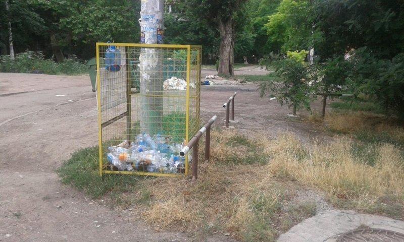 Во дворах появятся мусорные баки с картинками и указаниями