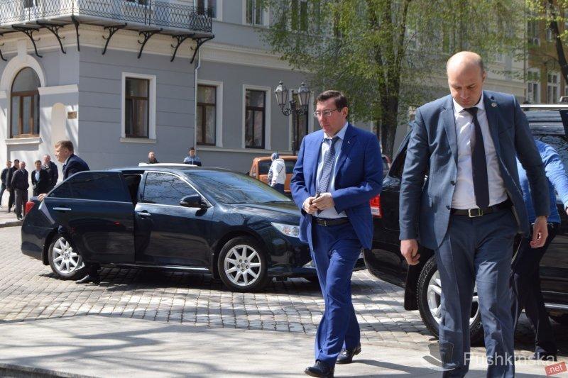 Итоги дня: в Одессу прибыл Генпрокурор Украины, а участников вооруженного конфликта отправили под домашний арест