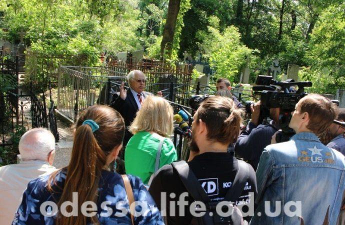 Журналисты «Одесской жизни» нашли и отреставрировали могилу издателя «Одесского листка»