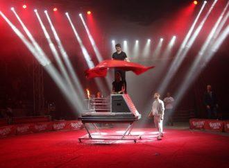 Один день из жизни артистов цирка: как участники готовятся к фестивалю «Золотой трюк Кобзова» (ФОТО)