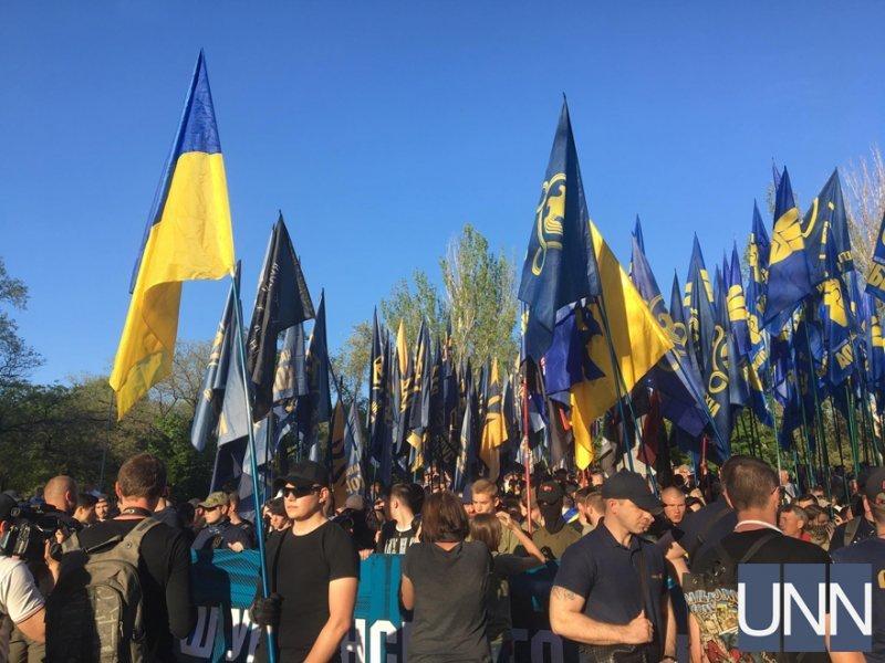 Националисты маршировали за украинский порядок (ФОТО)