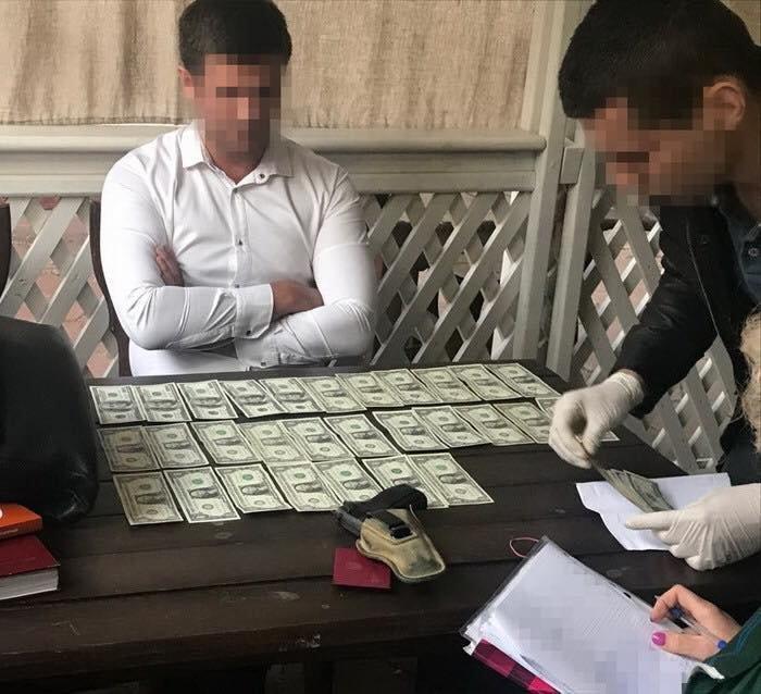 Следователя-взяточника поймали «на горячем»