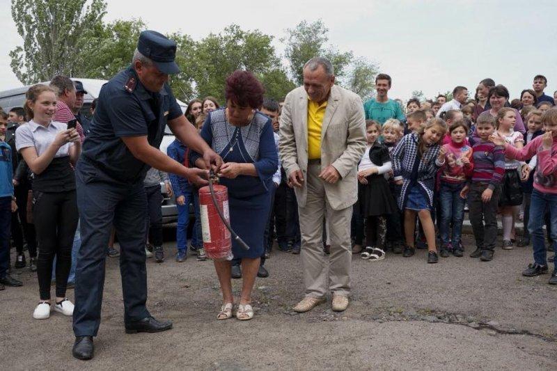 Губернатор устроил «пожар» в школе: учителя с трудом нашли огнетушитель