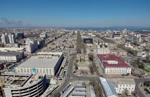 Итоги дня. Нападение на Стерненко, происшествие на стройке и кредит на ремонт дорог от Европейского инвестбанка