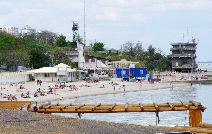 Достало: неизвестные обещают сжечь заведения, из-за которых нет места на пляжах