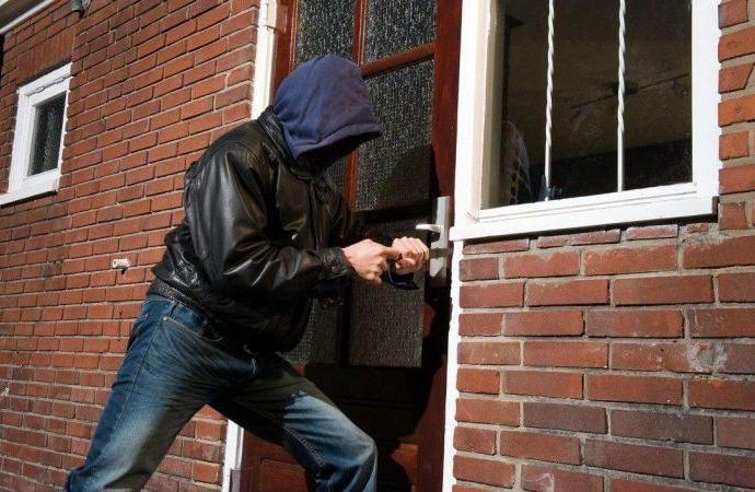 Как защитить жилье от воров?