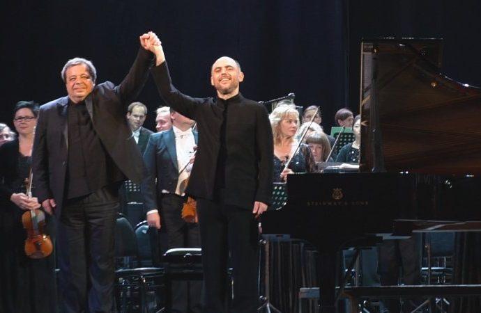 Оркестр эстонский, пианист одесский, дирижер грузинский