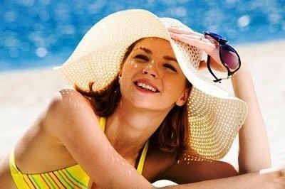 Летняя свежесть без проблем. Как правильно пользоваться косметикой и парфюмерией?