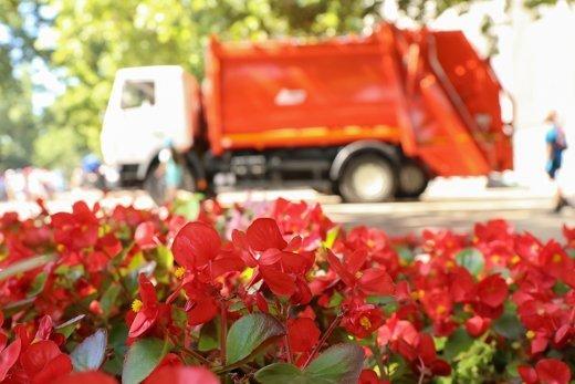 Одесские улицы станут чище: горсовет приобрел несколько новых мусоровозов