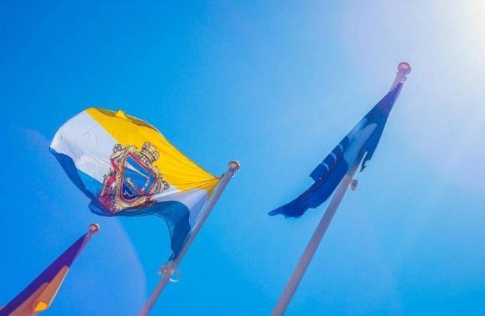 Над пляжами Одесской области подняли признание наивысшего уровня экологической чистоты — «Голубой флаг»