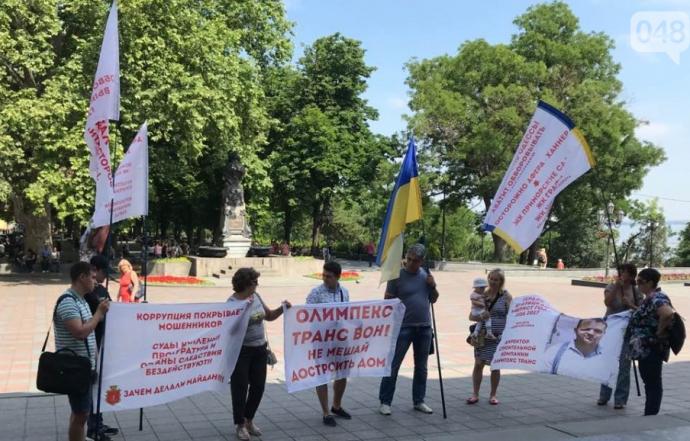 В Одессе застройщик не даёт людям возможности получить законное жильё