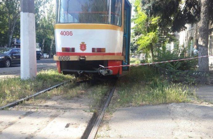 В Одессе человек погиб под трамваем: движение электротранспорта в сторону центра парализовано (ФОТО)