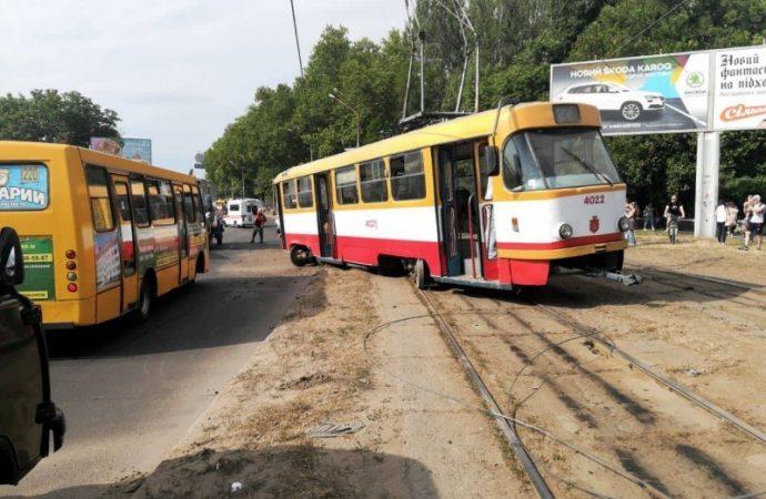 Очередной трамвай сошел с рельсов в Одессе и заблокировал движение 4 трамвайных маршрутов