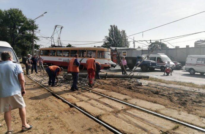 Итоги дня: коллапс из-за трамвайного ДТП, нетрезвый водитель экскурсионного автобуса и протест на Балковской