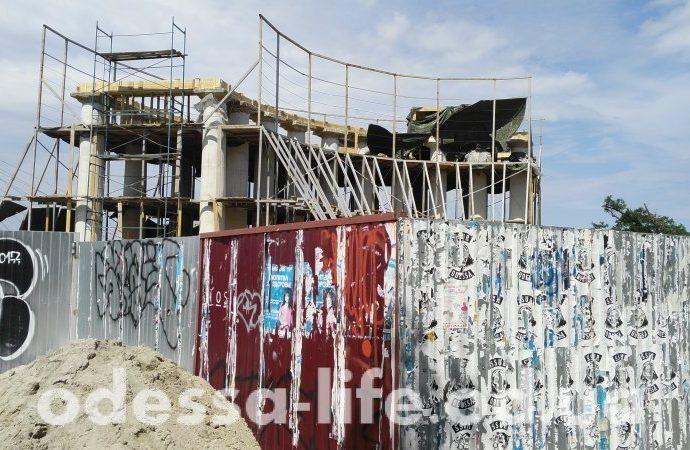 Реставрацию бельведера-колоннады Воронцовского дворца должны закончить до мая 2019 года
