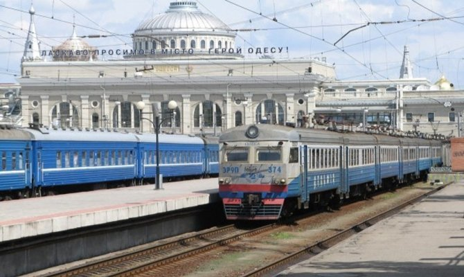 Ко Дню Конституции в Одессу направят дополнительные поезда