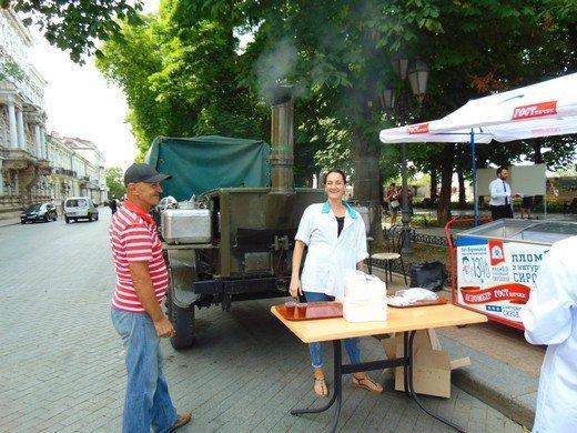 На Приморском бульваре угощали блюдами разных стран (ФОТО)