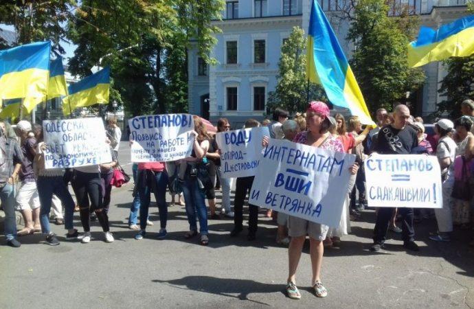 На Банковой митинговали за отставку Степанова
