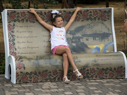 Шевченковские скамьи установили в парке Шевченко