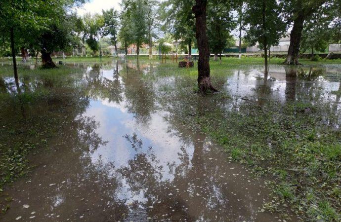 Ливень превратил центр Балты в озеро