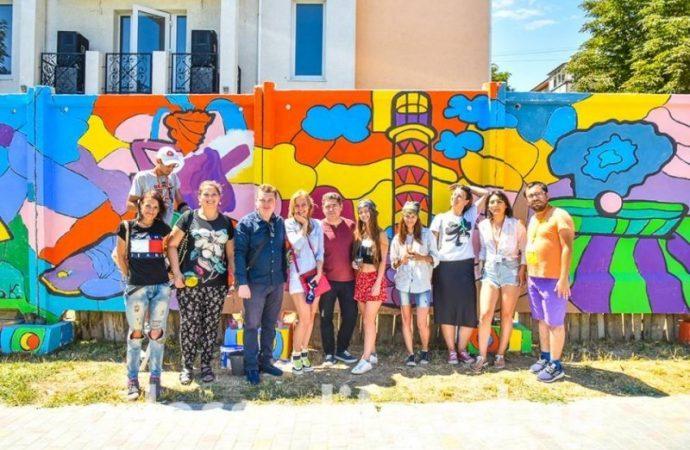 Жители Черноморска создали достопримечательности на стенах (ФОТО)