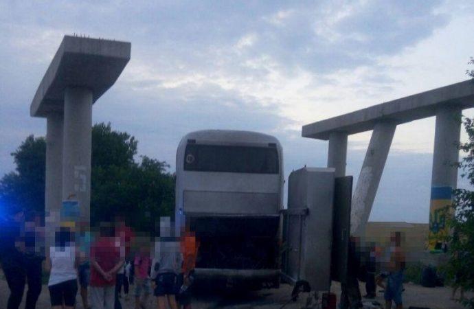 Под Одессой загорелся автобус, который вез детей с отдыха в Болгарии