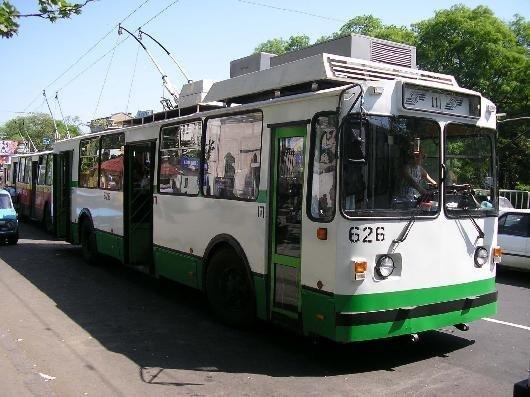 Из-за ремонта теплотрасс городской транспорт снова будет объезжать Сегедскую