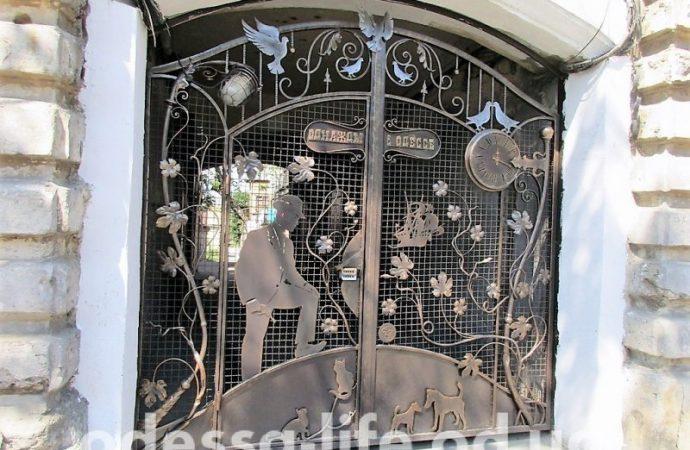Голуби, кошечки-собачки и Мишка Япончик: новый одесский арт-адрес