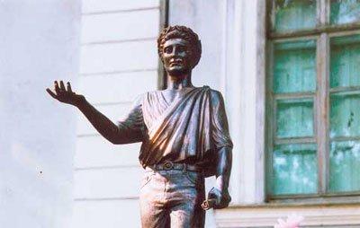 Юбилеи в этом году отмечают «невестка» Остапа Бендера и автор куплетов Попандопуло