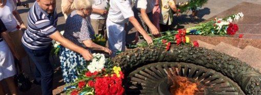 В память о начале обороны Одессы на Аллее Славы торжественно возложили цветы (ФОТО)