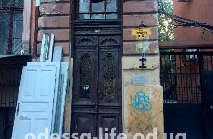 Реставраторы из Ивано-Франковска готовы дать «вторую жизнь» старинным дверям одесских домов