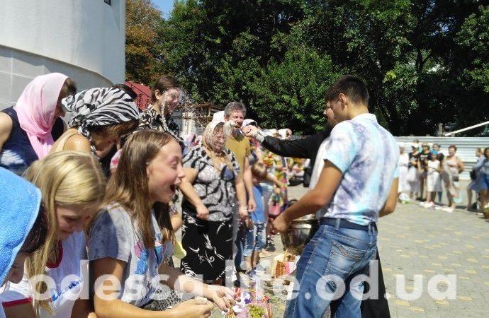 Итоги 19 августа: Яблочный Спас, фестиваль «Пороховая башня» и автомобиль в яме