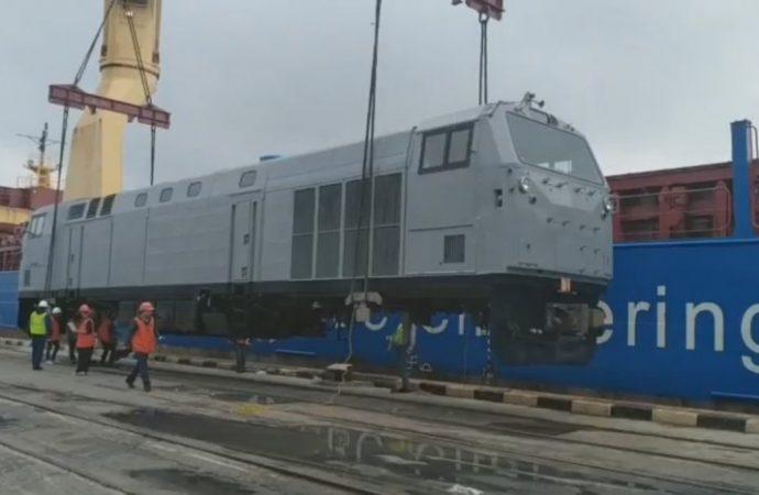 Первый локомотив нового поколения для «Укрзализныци» выгрузили в Черноморском порту
