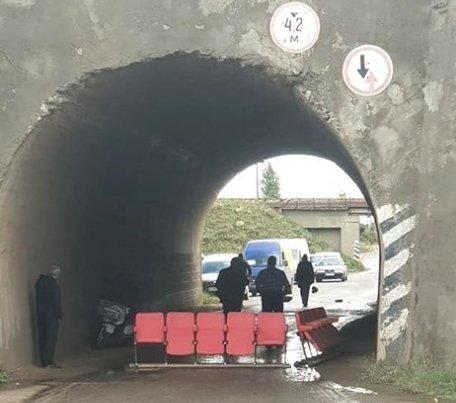 В Одесской области уже сутки перекрыта трасса: люди требуют ее ремонта (ФОТО)