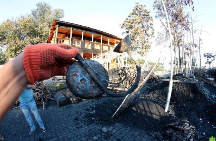 Спустя год после пожара: специалисты ищут на пепелище в «Виктории» останки погибших детей