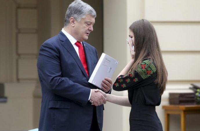 Звания героев удостоены одесские подростки, которые выносили детей из горящей «Виктории» (ФОТО, ВИДЕО)