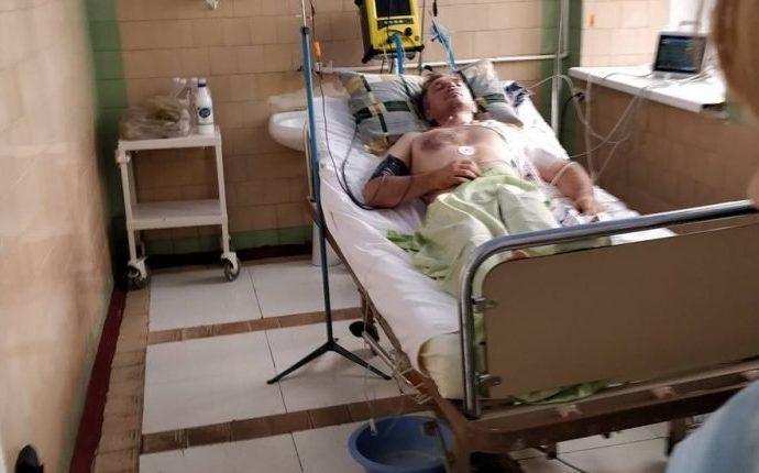 Покушение на Михайлика: пока врачи борются за жизнь активиста, скандальная стройка продолжается