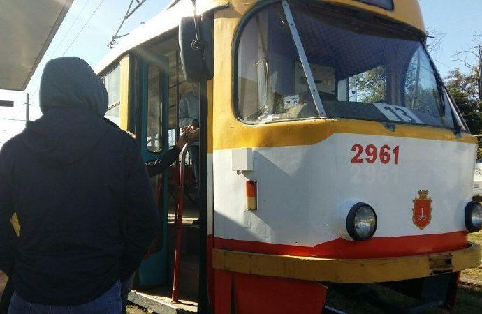 Эвакуацией пассажиров закончилась поездка в одесском трамвае