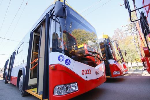 Троллейбусы двух маршрутов остановились на площади Толбухина