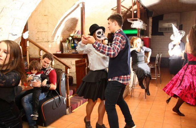 Хэллоуинский бал провели в Одессе накануне Вечера всех святых
