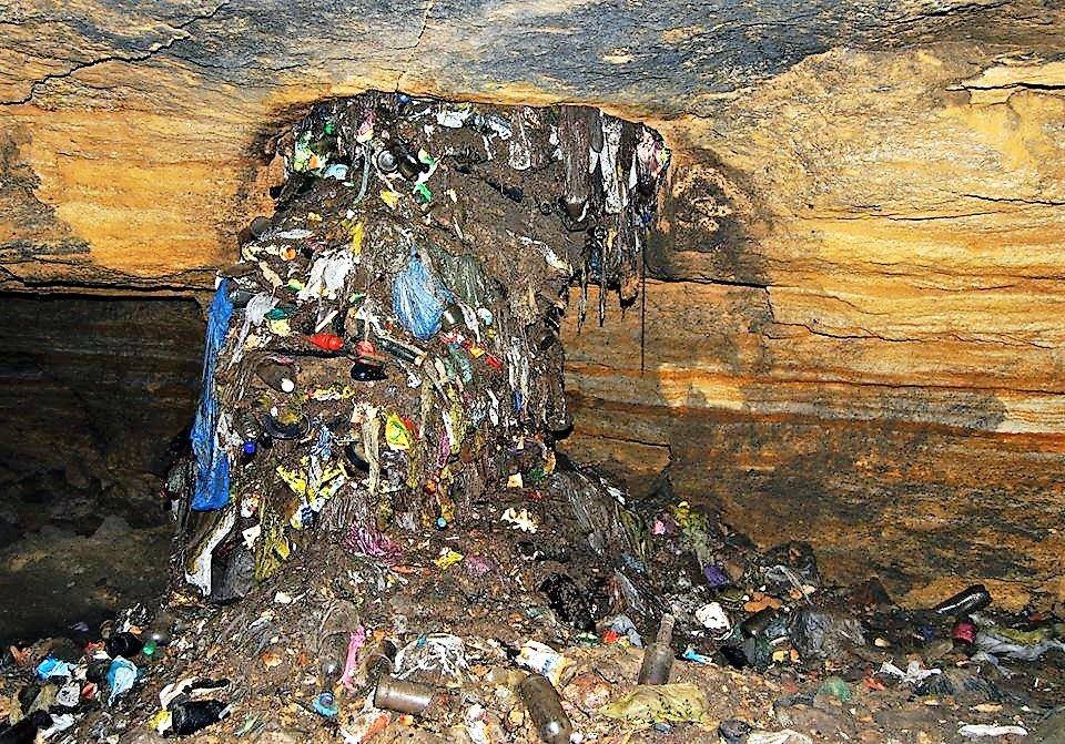 Сброс отходов в катакомбы