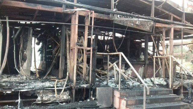 Предрассветный пожар в Аркадии – кафе выгорело дотла