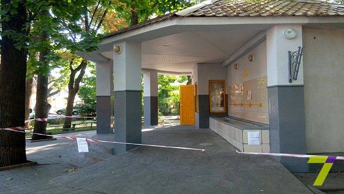 Бювет в Старобазарном сквере закрыт из-за поломки насоса