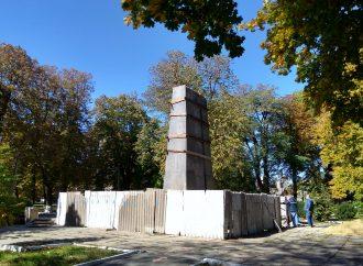 Реставрация склепа Котовского: что на самом деле происходит с могилой легендарного бандита (ФОТО)