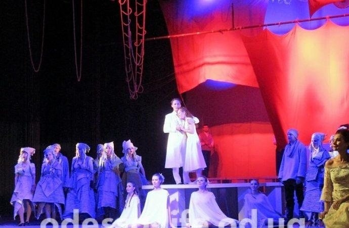 «Гриновская» премьера в Музкомедии: «не такие, как все» на фоне парусов из алого шелка (ФОТО)