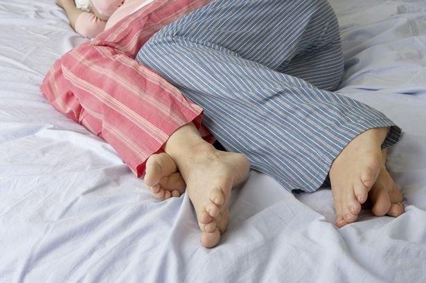 Отдохнуть с умом: что нельзя надевать, отправляясь спать